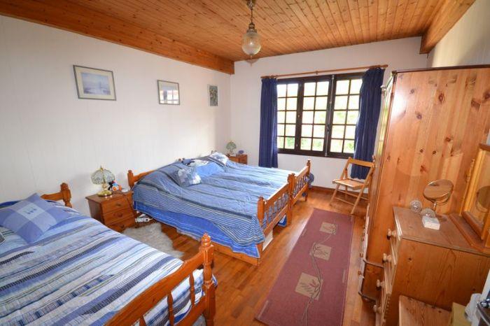 Jolie maison de village offrant de beaux volumes à vendre STE HERMINE au prix de 180200 euros