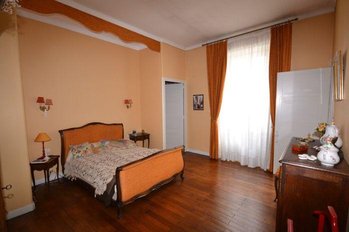 Vaste maison Bourgeoise à vendre CHANTONNAY au prix de 232100 euros