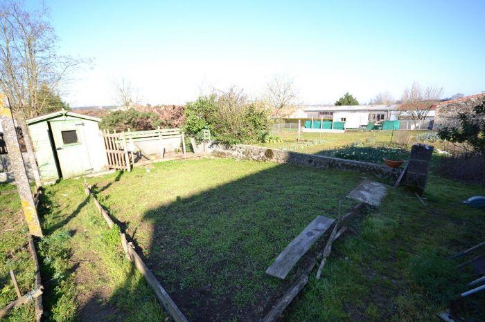 Maison de bourg avec terrain à vendre CHANTONNAY au prix de 96300 euros