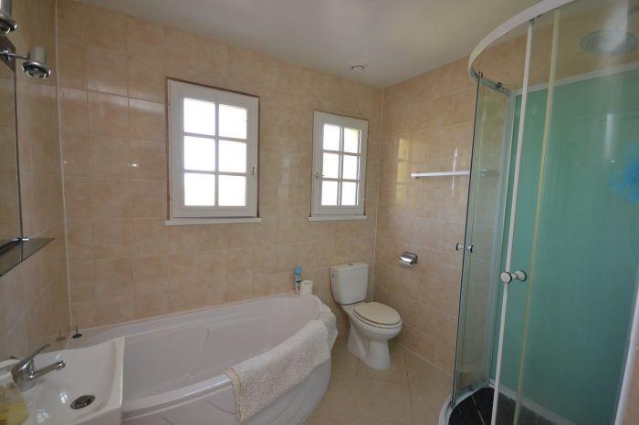 Maison sur demi-sous-sol avec acc�s de plain-pied et terrain à vendre CHAVAGNES LES REDOUX au prix de 128400 euros