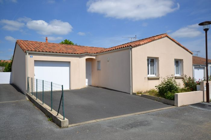 Exclusivit� - Jolie maison de plain-pied proche centre ville LES HERBIERS immobilier à vendre au prix de 190800 euros