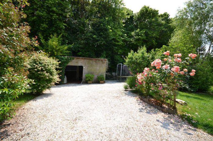 Exclusivit� - Jolie maison avec un tr�s beau jardin arbor� CHANTONNAY immobilier à vendre au prix de 180200 euros