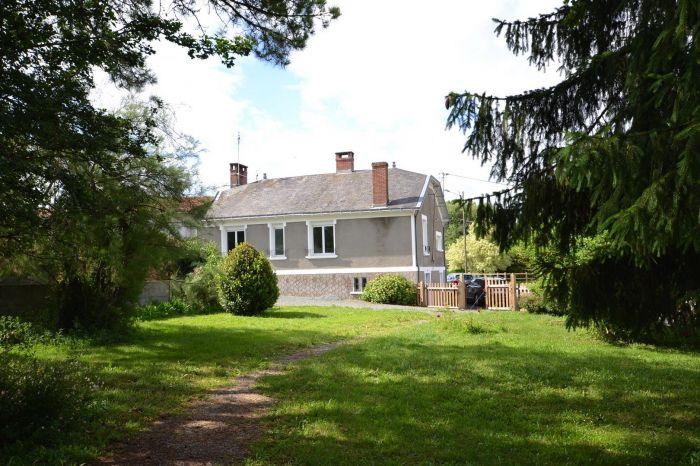 AXE LES ESSARTS - CHANTONNAY - Charmante maison 2 chambres p à vendre LES ESSARTS au prix de 110000 euros