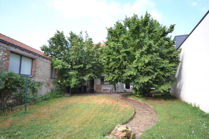 Vaste maison dans le centre ville de CHANTONNAY CHANTONNAY immobilier à vendre au prix de 159750 euros