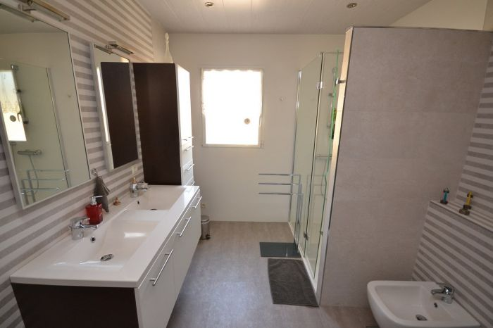 Maison plain-pied avec terrain BOURNEZEAU immobilier à vendre au prix de 304500 euros