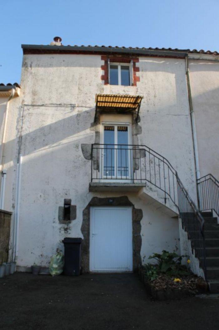 Maison de bourg r�nov�e POUZAUGES immobilier à vendre au prix de 90950 euros