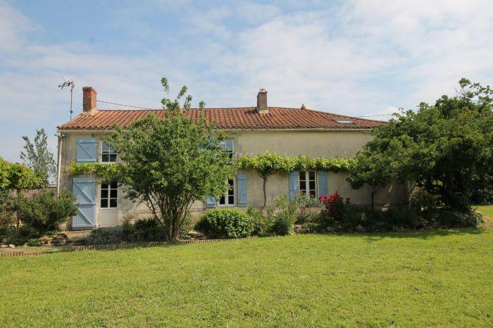 Maison de village r�nov�e CHANTONNAY immobilier à vendre au prix de 237375 euros