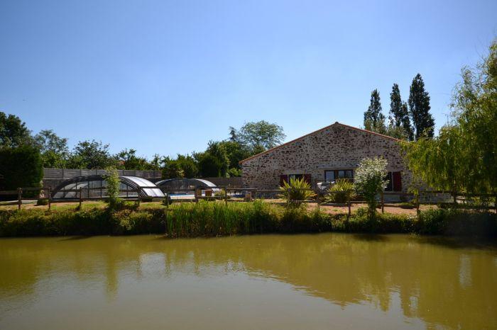 Jolie grange traditionnelle r�nov�e CHANTONNAY immobilier à vendre au prix de 392700 euros