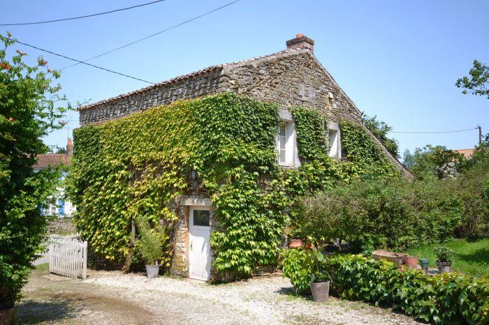 JOLIE PROPRIETE DU 17�me CHANTONNAY immobilier à vendre au prix de 346500 euros