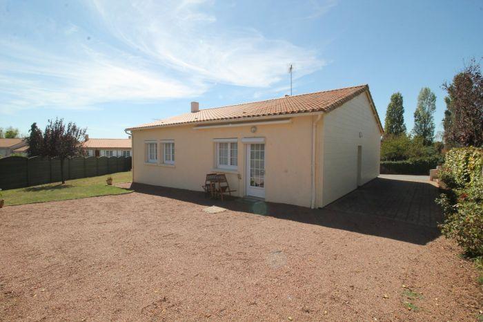 Pavillon plain-pied SIGOURNAIS immobilier à vendre au prix de 154425 euros