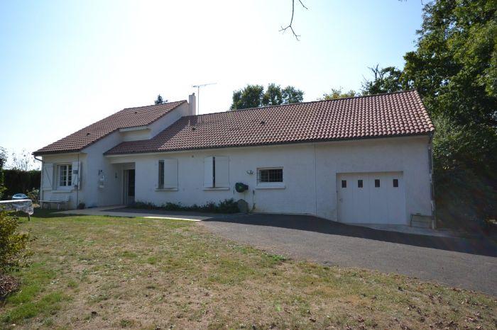 Jolie maison de plain-pied avec terrain arbor� à vendre CHANTONNAY au prix de 180200 euros