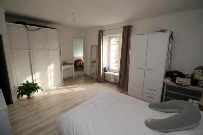 Maison de bourg r�nov�e à vendre CHANTONNAY au prix de 112350 euros