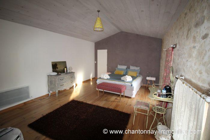 Tr�s jolie maison en pierre proche commerces dans quartier c BOURNEZEAU immobilier à vendre au prix de 180000 euros