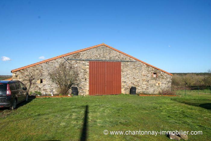 Joli corps de ferme r�nov� avec go�t au calme de la campagne à vendre CHANTONNAY au prix de 315000 euros