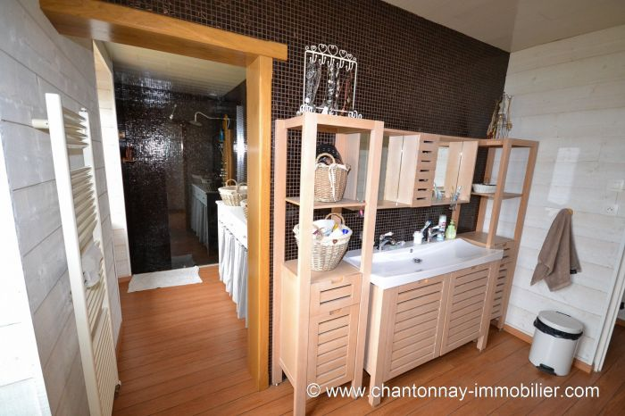 Tr�s jolie maison de caract�re en parfait �tat d'entretien à vendre CHANTONNAY au prix de 263750 euros