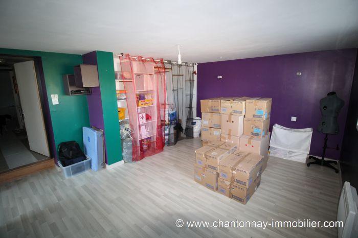 Agr�able maison habitable de suite situ�e hors lotissement � BOURNEZEAU immobilier à vendre au prix de 198000 euros