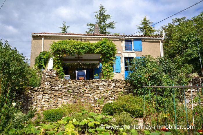 Charmante maison de campagne avec vue d�gag�e - Id�ale pour  CHANTONNAY immobilier à vendre au prix de 133125 euros